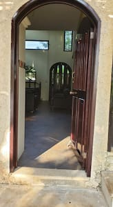 चौड़ा प्रवेश द्वार