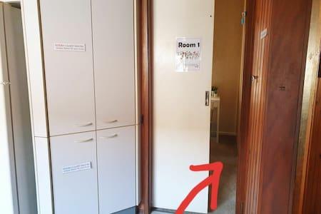 Room 1 bedroom entry