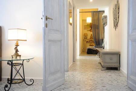 Corridoio che porta alla camera matrimoniale