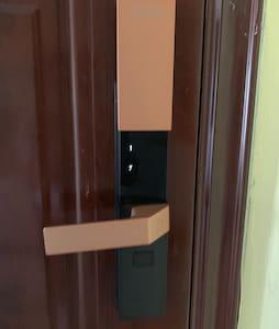 标准化的防盗门 宽度81cm以上