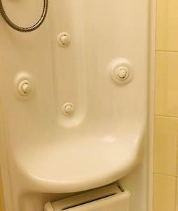 Photo montrant le siège de cabine de douche