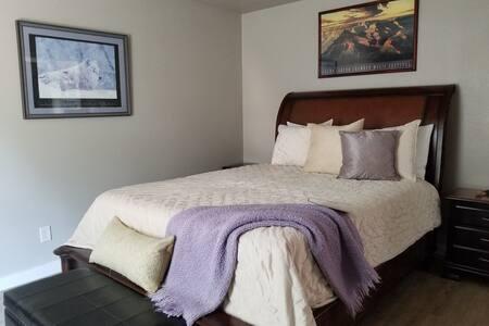 Papildoma erdvė aplink lovą
