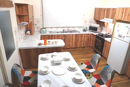 Single level house , flat timber floor on kitchen.