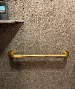 Grab bar and handheld shower head in shower stall