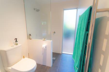 Ντουζιέρα χωρίς σκαλοπάτια