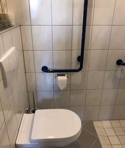 ที่จับแบบยึดกับที่สำหรับห้องน้ำ