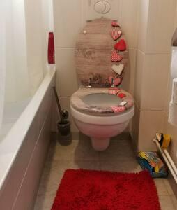 Høydetilgjengelig toalett