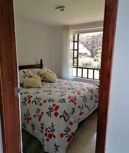 Habitación cama tamaño queen primer piso