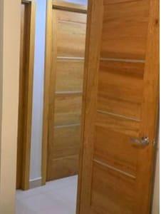 La entrada de la habitación.