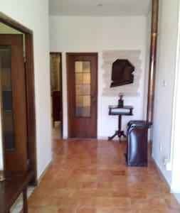 corridoio d'ingresso che dà accesso alle camere, bagno e cucina