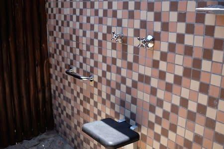 Lisätilaa suihkun ympärillä