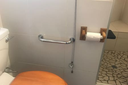 Tukikahvat wc:ssä