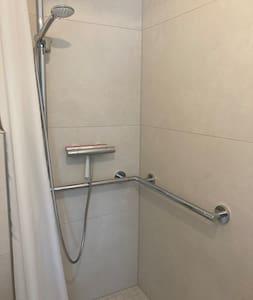 Mbajtëse fikse për dush
