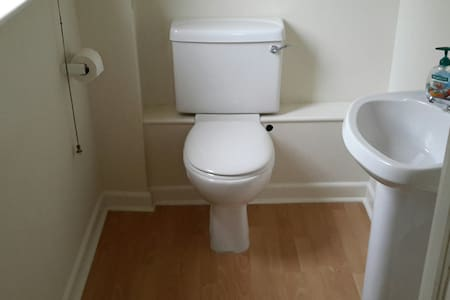 Ruang ekstra di sekitar toilet