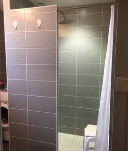 Ei askelmia suihkussa
