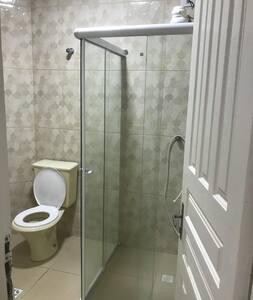 車いすから移乗できる高さのトイレ
