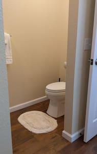 Тоалетна на достъпна височина
