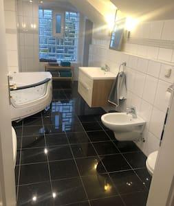 Pancuran mandi bebas tangga