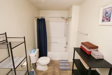 Ekstra plads omkring toilettet