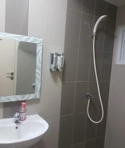 Asideros fijos en la ducha