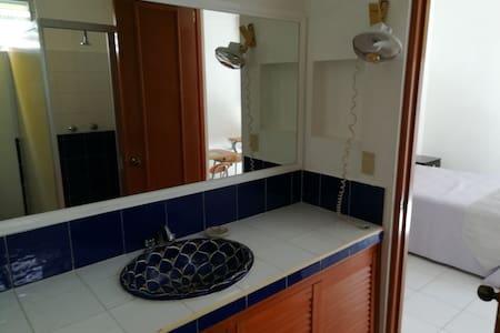 Baño compartido únicamente con habitación 1