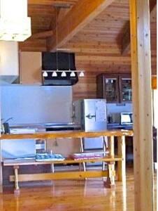 ダイニングテーブルとキッチンスペースが接続した形で 料理をしながら おしゃべりも楽しめます。