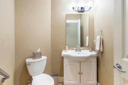 Fiksirani rukohvati uz WC šolju