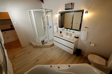 This photo shows the level from the bathroom to the bedroom, kitchen and lounge as one level throughout