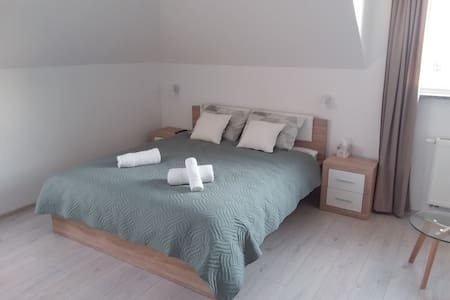 Extra space around bed