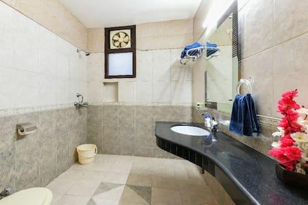 Dodatkowe miejsce wokół toalety