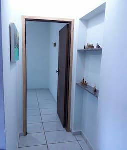 acesso da cozinha para o quarto
