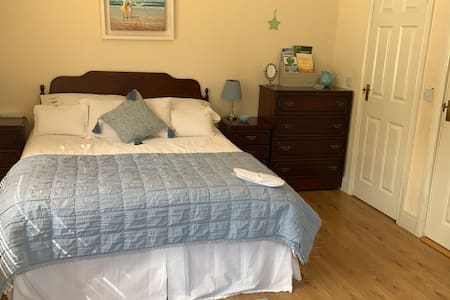 Large bedroom with Kingsize bed
