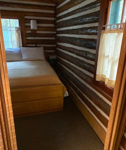 This is the wide entrance way into the bedroom.