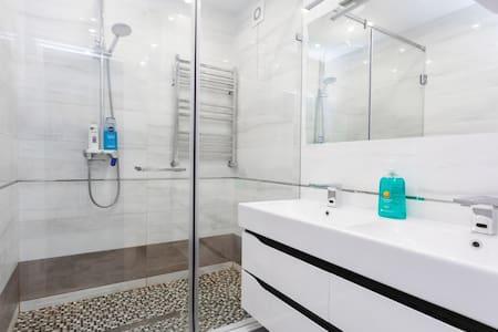 душ-кабина с душем