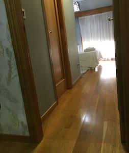 Acceso habitación con baño. Ancho puerta 70 cm