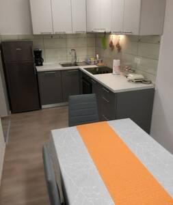 La cucina è fornita di tutti i elettrodomestici