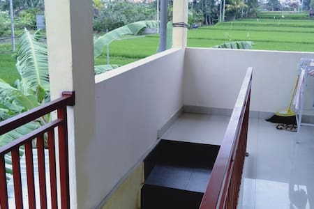 this is the step to thrue your room.there are step 14 step to go upstairs to get your room.