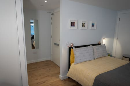 The Hall entrance to the Studio flat is 86 cm's wide.