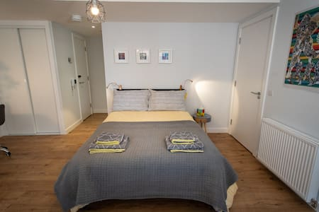 The gap between the double bed and the bathroom is 85 cm's wide.