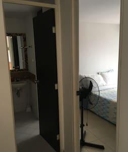 2 amplios accesos al baño sin escaleras!!