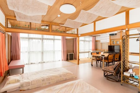 A large room that can be moved in a wheelchair.  I need a helper.  車椅子で移動可能な、広い部屋です。介助者必要です。