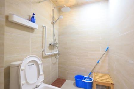 有专业淋浴木凳,适合所有人沐浴时使用