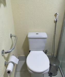 Σταθερές λαβές στήριξης για τουαλέτα