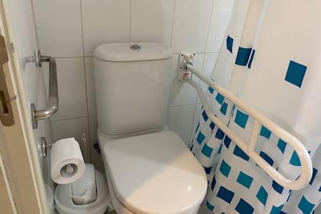 Faste støttebøyler til toalettet