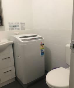 Επιπλέον χώρος γύρω από την τουαλέτα