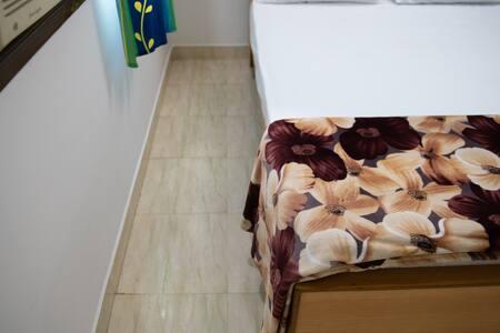 Espai addicional al voltant del llit