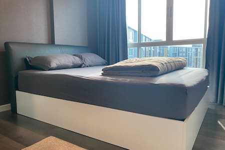 เตียงนอนและที่นอนมีความหนา 23-30 นิ้ว
