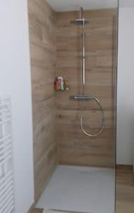 Įėjimas į dušą be laiptelių