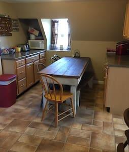 Walkway left to right thru kitchen