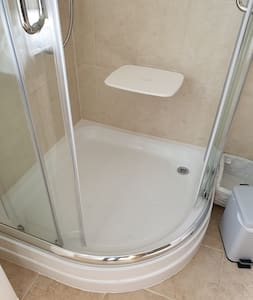 Fold up shower chair